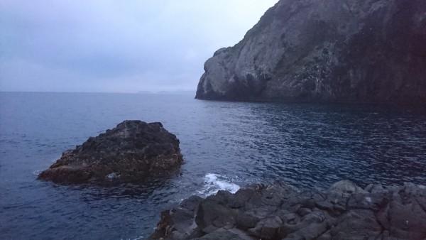 片島ハナレからハナレの離れと本島を見る (2)