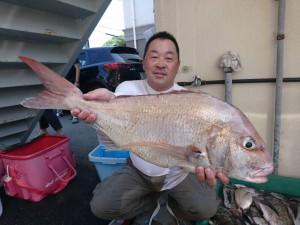 大型真鯛を釣られた水口インストラクター