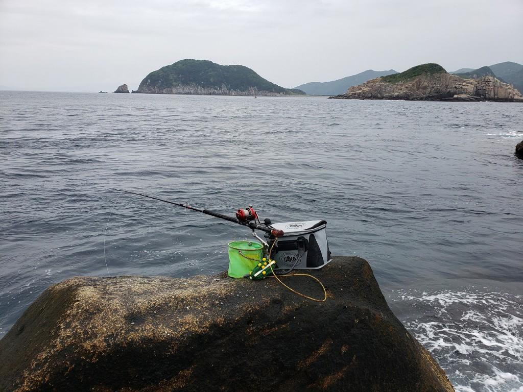 ムロバエ三角の釣り座。左奥が柏島で右が幸島。20210507_095955